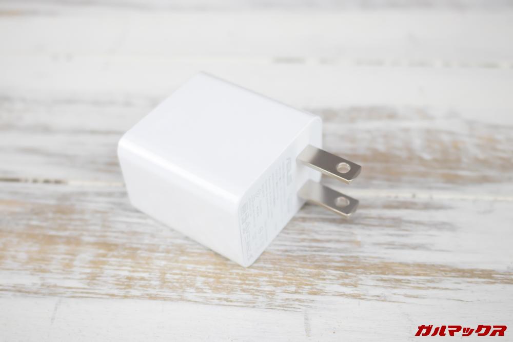 ZenFone Max (M2)には5V2Aの充電機が付属していました。