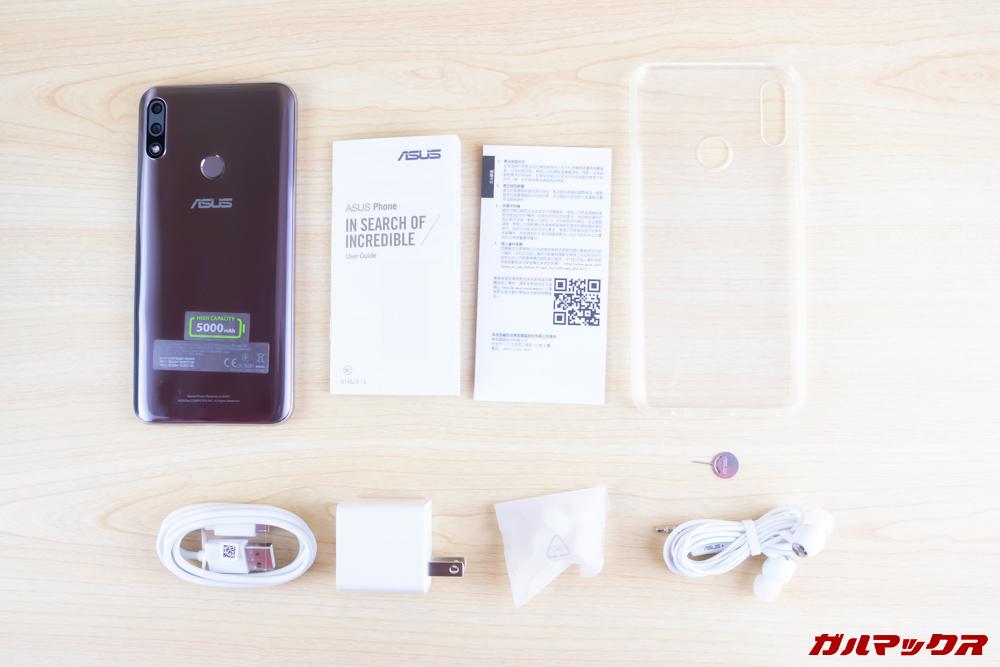 ZenFone Max Pro (M2)は保護ケースなども付属する豪華なパッケージとなっています。