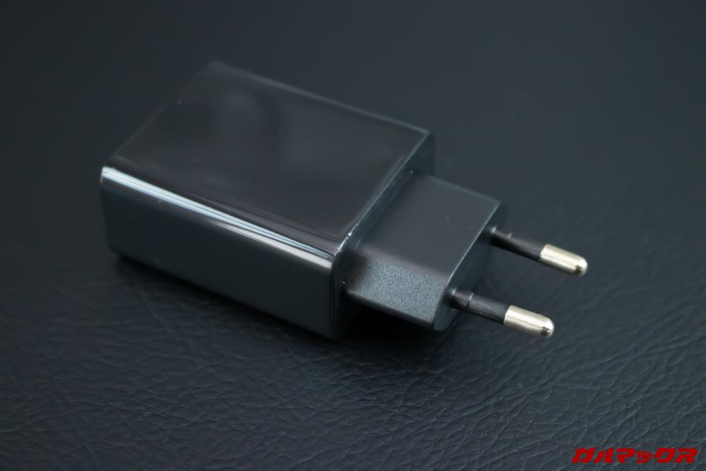 UMIDIGI S3 Proに付属している充電プラグは日本のコンセントには挿すことが出来ない形状です。