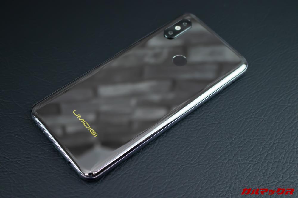 UMIDIGI S3 Proの背面は鏡面仕上げでした。