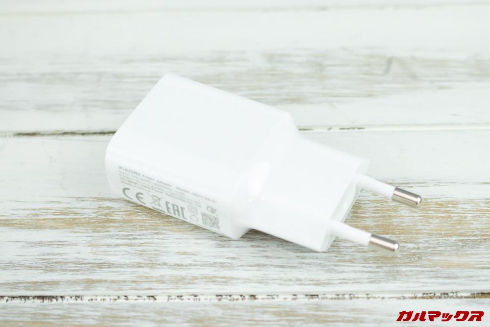 Xiaomi Mi 9の充電器は日本のコンセントに挿すことが出来ない形状でした。