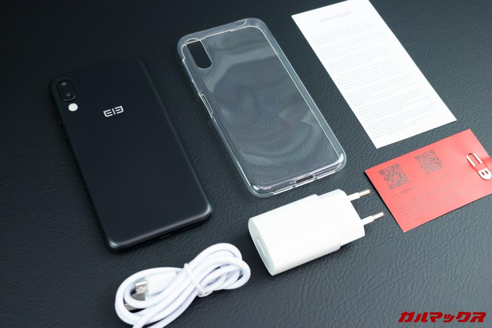 Elephone A6 miniの付属品には保護系装備まですべて入っています。