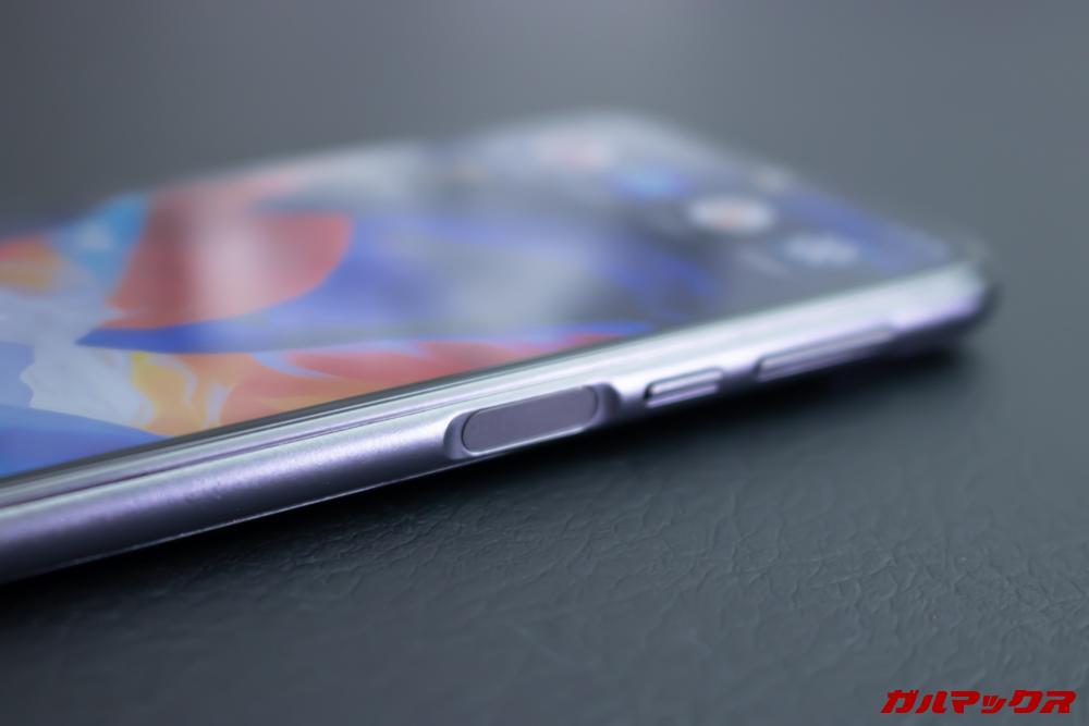 Elephone A6 miniの指紋認証は右側面に備わっています。