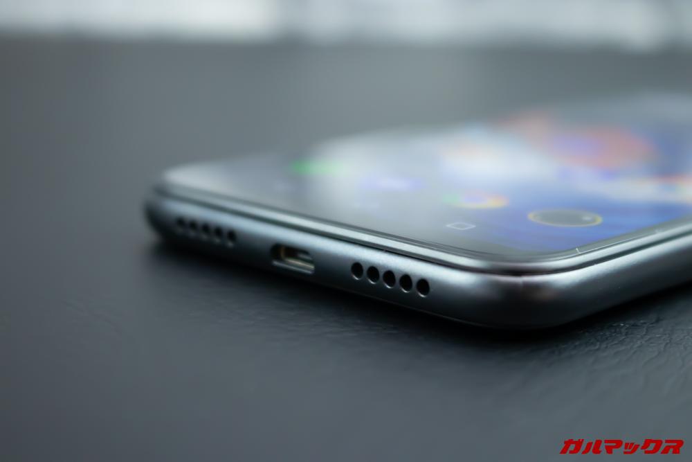 Elephone A6 miniはスピーカーを1つ搭載しているのでステレオではありません。