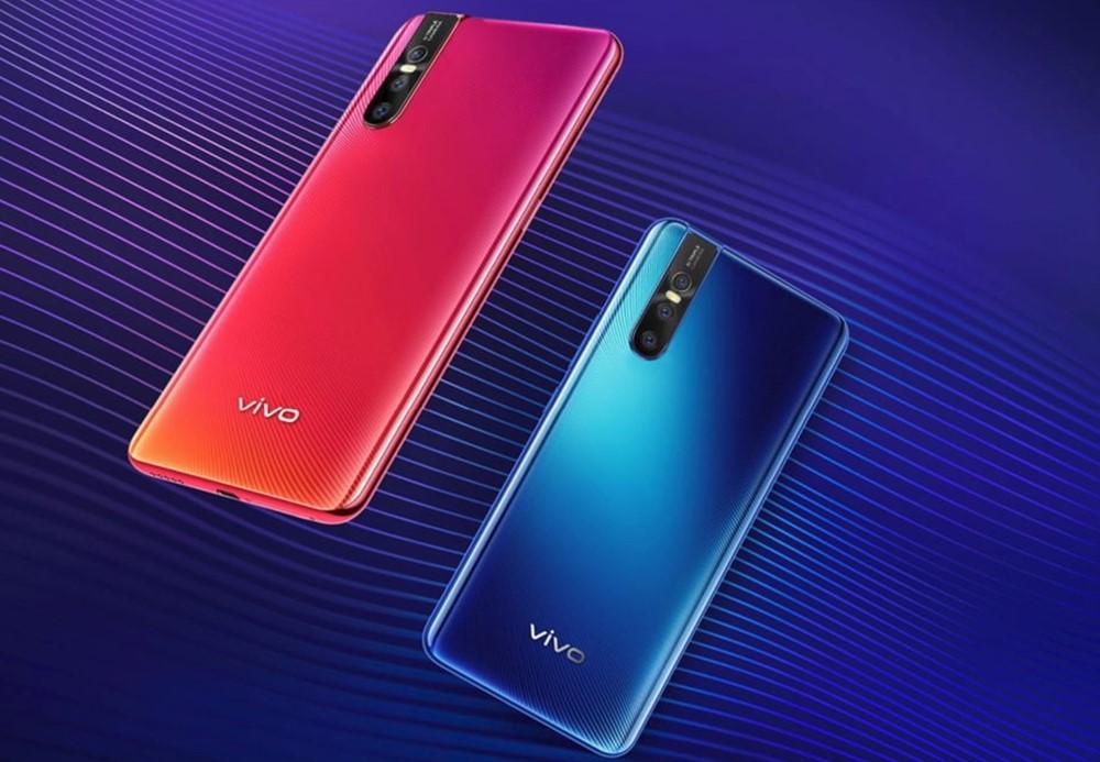 vivo V15 Proは赤と青のカラーを選べます。