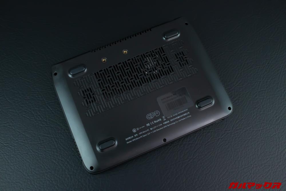 GPD MicroPCの底面には大型のエアーダクトを搭載しています。
