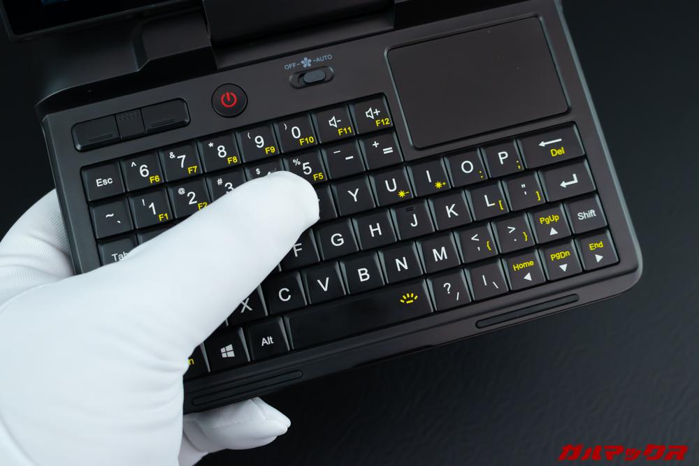 GPD MicroPCのキーボードは両手親指での操作が快適。