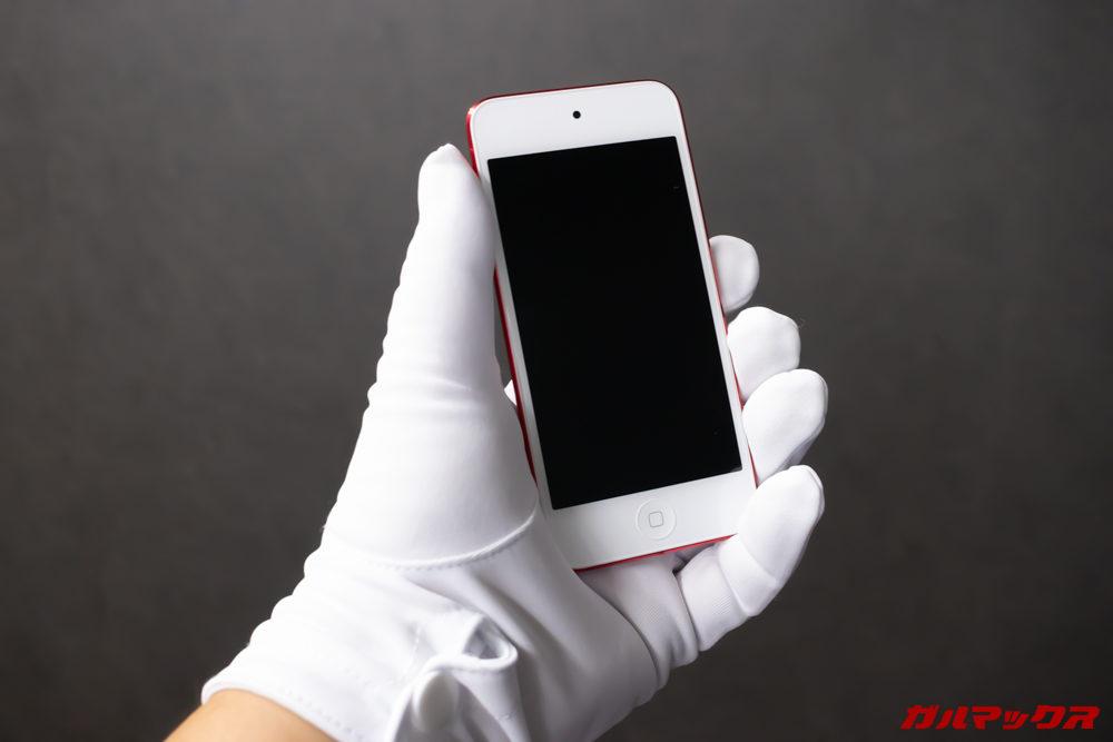 iPod touch(第7世代)のコンパクトなボディは持ちやすさ抜群
