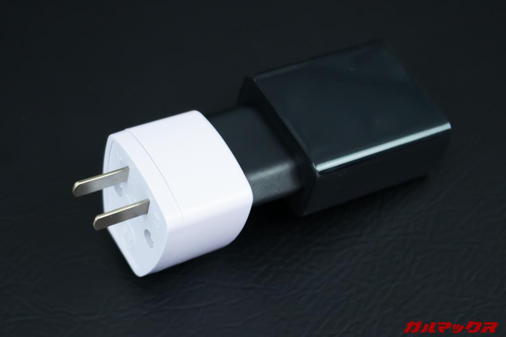 プラグ変換アタッチメントを利用すると海外プラグの充電器も日本で利用可能です。
