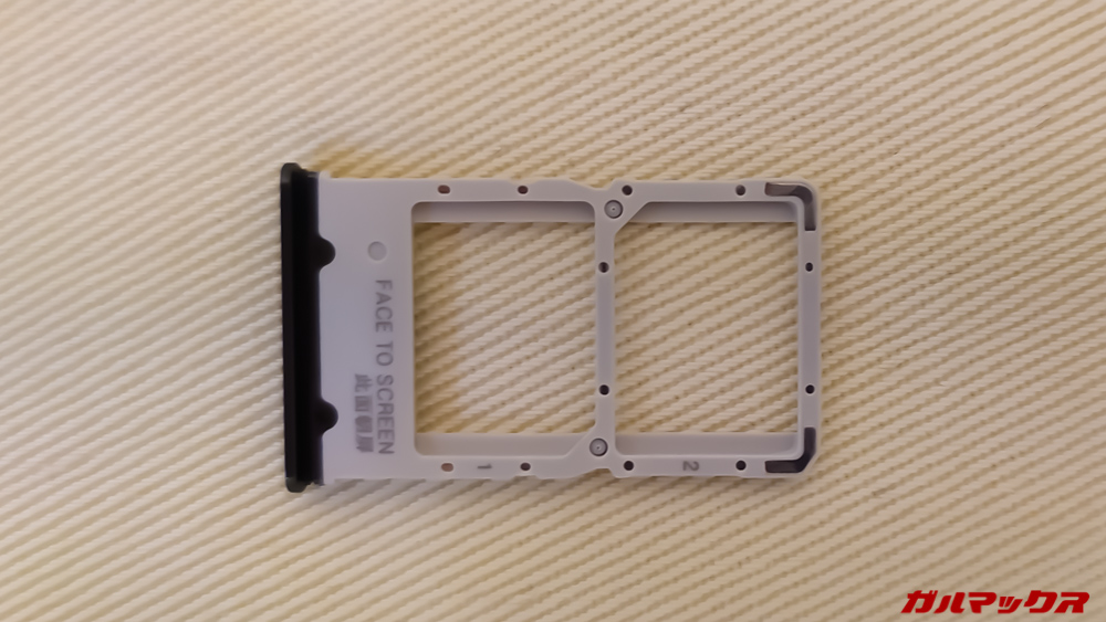 Xiaomi Mi 9TのSIMトレイはNanoSIMが2枚挿入でき、MicroSDには対応していない。