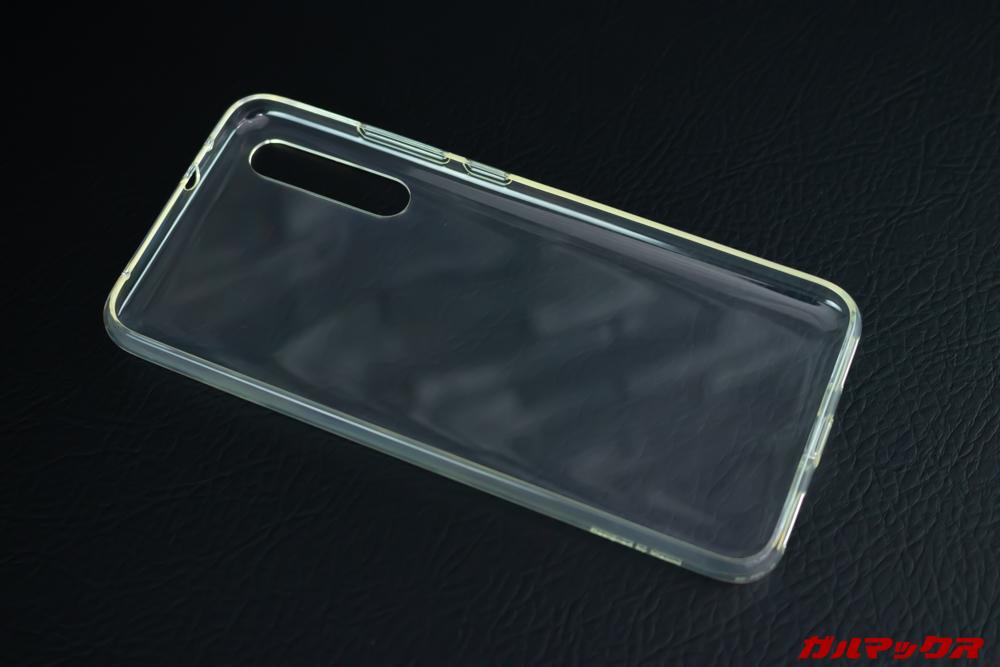 Xiaomi Mi A3の保護ケースは既に黄ばんでいた。
