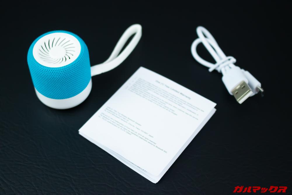 KiWi Q1は本体以外に取説と充電ケーブルが付属。