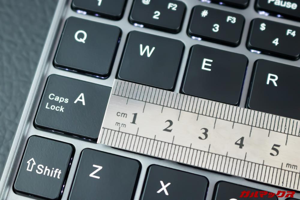 MiniBookのキーボードはフルサイズなみ