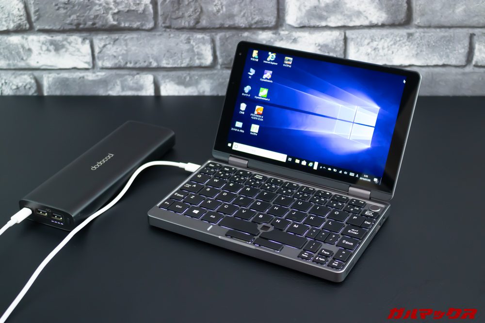 MiniBookはモバイルバッテリーで充電可能。