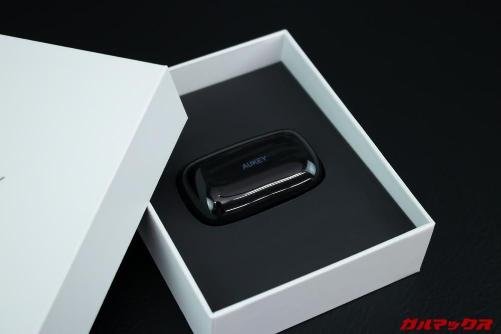 EP-T16Sを開封するとケースに小ささに驚く。