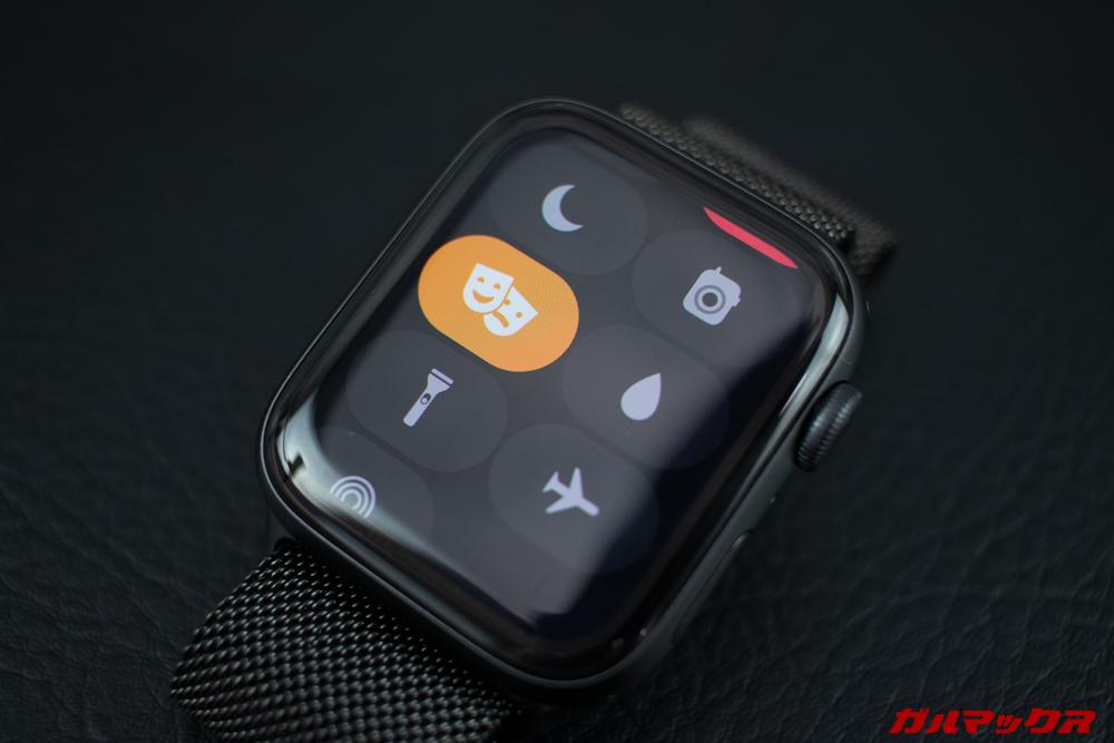 Apple Watch Series 5はシアターモードをオンにするとタップするまで画面が点灯しない。