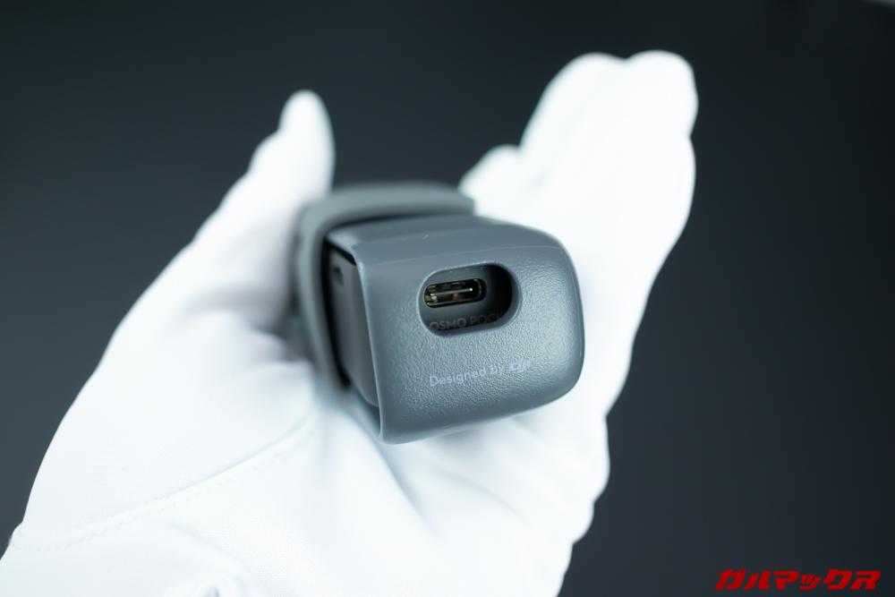 ケースに備わっている充電ポートが穴の形状なので充電中のOSMO POCKETをケースに仕舞うときはケーブルを一旦抜かないといけないのが面倒くさい