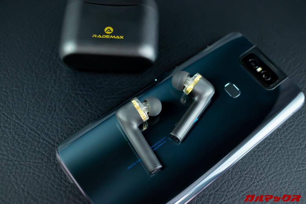 Rademax LEOはミドルレンジコーデックのAACやapt-Xに対応しているのでiPhoneやAndroidスマートフォンで利用可能です。
