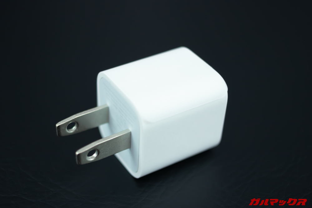 iPhone 11の充電アダプタは5w仕様だけれど、本体が超急速充電に対応していない訳ではないんで問題なし