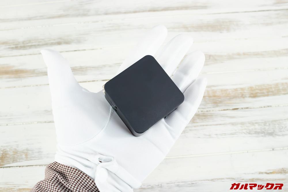 MAG1の充電器はコンパクトで持ち運びやすい。