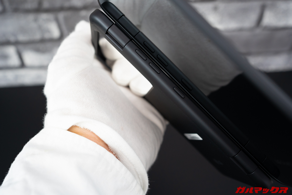LG G8X ThinQの2画面ユニットを取り付けてもボタン操作は出来るように考慮されている