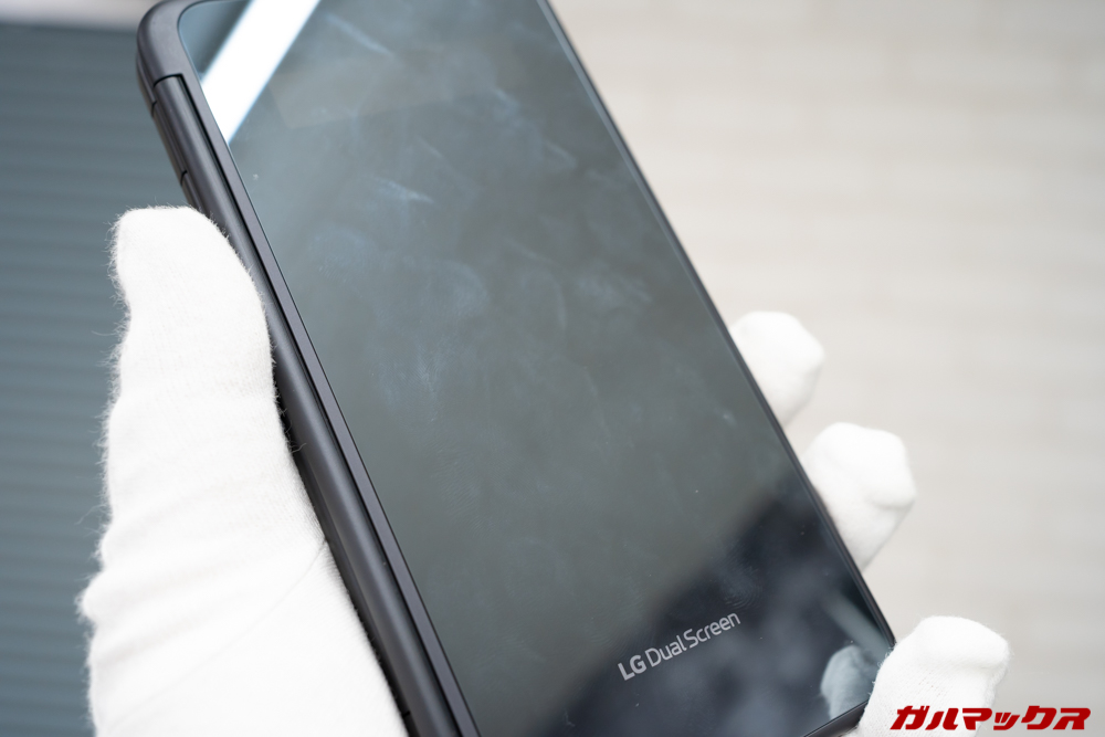 LG G8X ThinQのケースは鏡なんだけど指紋が目立つ