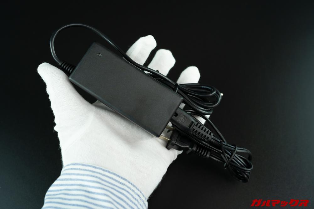 Anker-PowerPort-Atom-III-Slimに入れ替える予定の充電器はアダプタータイプで巨大