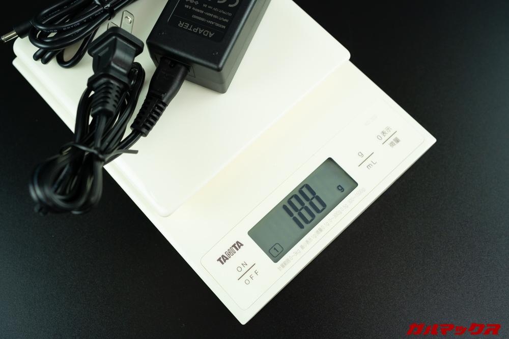 Anker-PowerPort-Atom-III-Slimと入れ替える予定のアダプターは200g近い重量